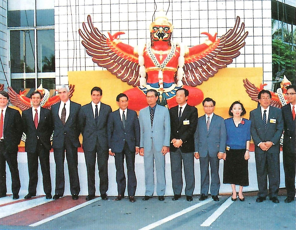 Shell becomes the first oil company in Thailand to receivea Royal Insignia (the seal of Garuda) from King Rama IX on August 17, 1992.