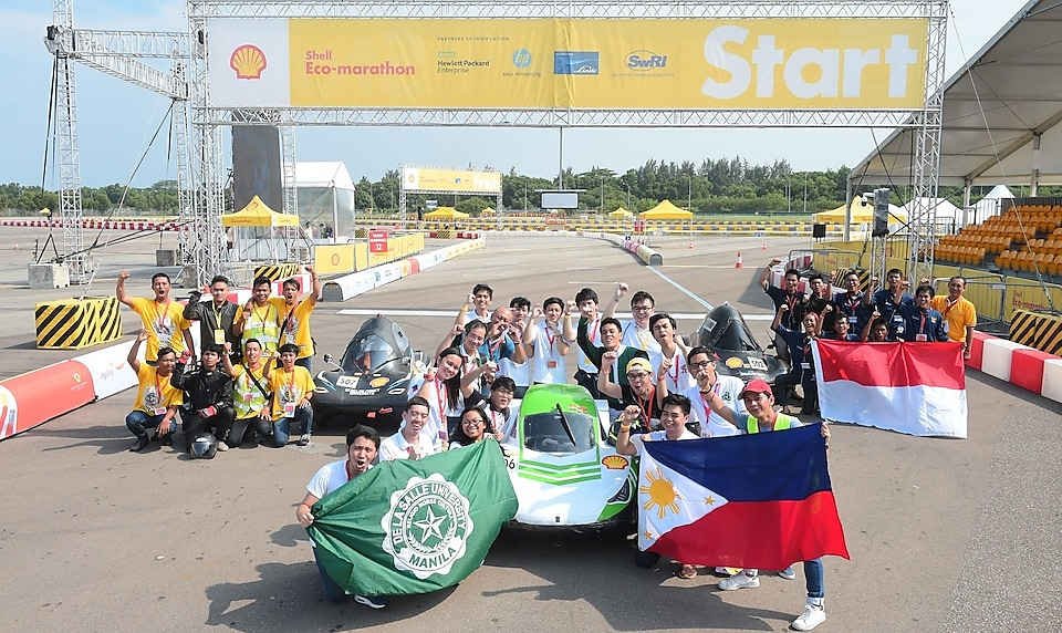 Winning teams from the inaugural Drivers' World Championship Asia