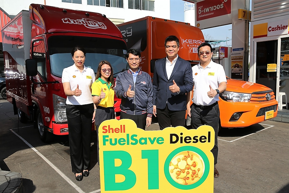 (From left): Ms. Ornuthai Na Chiangmai, Executive Director Retail Business of The Shell Company of Thailand Limited, Ms. Suwara Supreeyathitikul, Thailand Business Manager – Shell Fleet Solutions, The Shell Company of Thailand Limited , Mr.Apisate Thammanomai, Vice Managing Director, President Bakery Public Company Limited, Mr.Warawut Natpradith, Chief Commercial Officer, Kerry Express (Thailand), and Mr. Kamon Kongsakulvatanasook , Vice Executive Director – Retail Business, The Shell Company of Thailand Limited