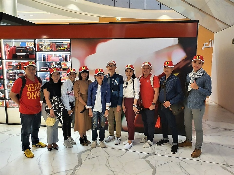 "Shell and SCB executives with the eight lucky winners from the campaign ""Win an Exclusive Dubai Trip with Shell and SCB"""