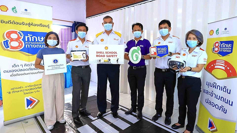 The Shell Company of Thailand Limited - led by Panun Prachuabmoh (third from the left), Country Chairman – is partnering with the Child Safety Promotion Foundation and National Institute for Child and Family Development, Mahidol University, to design activities and training programmes for schools.
