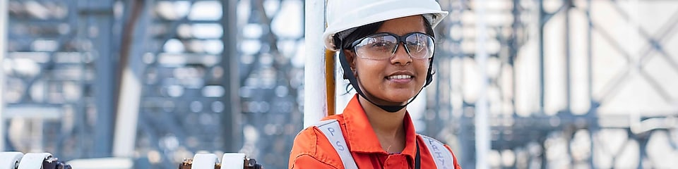 Shell employee in orange uniform and white hard hat