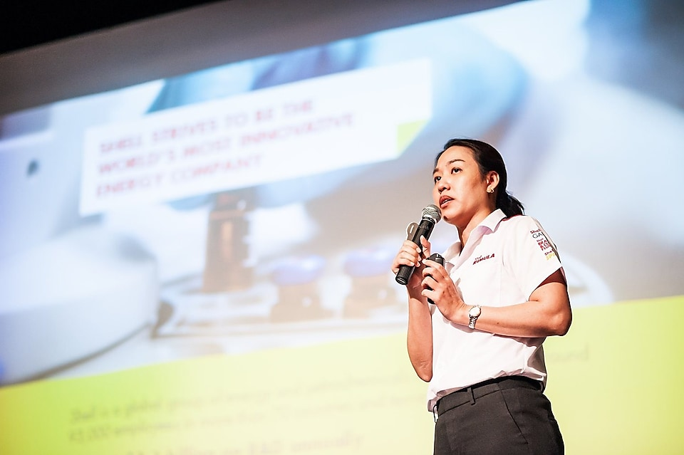 Ms. Pathamaporn Sawetjindakorn, Technical Director – Lubricants Thailand, addressed 'Shell's technological excellence in the development of lubricant oil for the transport industry' and introduced the CK-4 heavy duty diesel engine oils, which are one of Shell's most popular products.